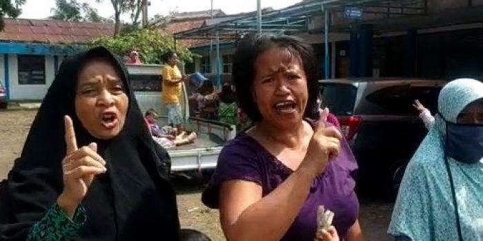 Ibu Ibu Protes Air PDAM Tidak Mengalir selama satu bulan