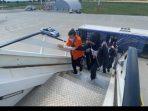 Buronan Maria Pauline Lumowa dibawa naik ke pesawat