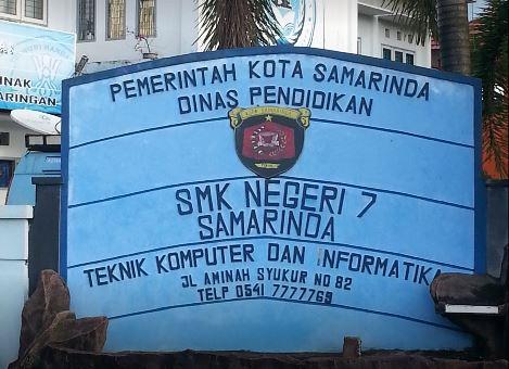 Plang SMK Negeri 7 Samarinda