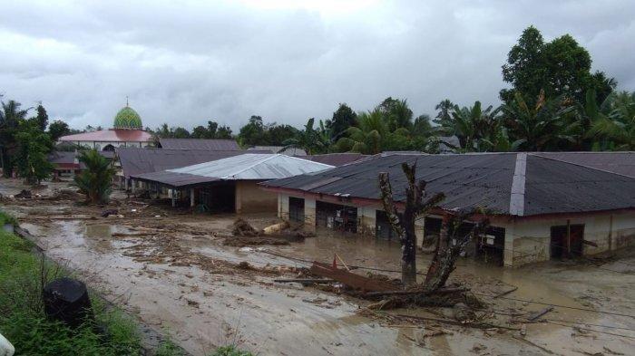 rumah-warga-tertimbun-lumpur-pasca-banjir-bandang-luwu-utara