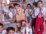 Ilustrasi Guru Cantik di Medan