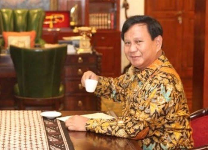 Ilustrasi minum kopi Prabowo Subianto