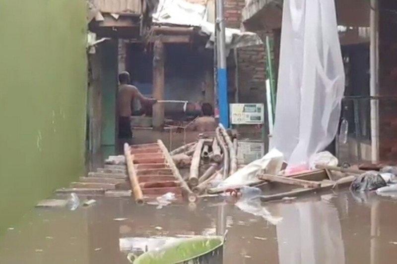 Banjir di kampungn melayu