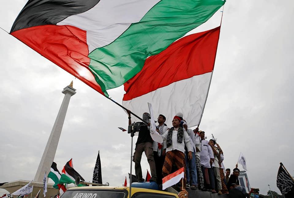 Ilustrasi Kibar Bendera Palestina dan Indonesia
